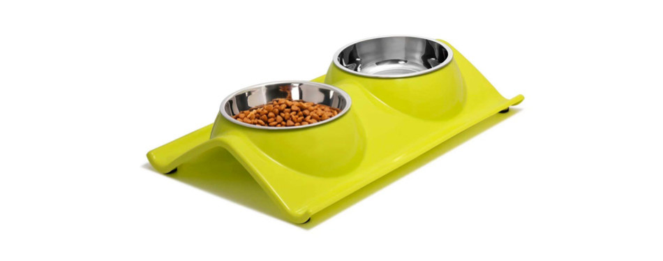 With two stainless steel bowls and a slightly elevated no-spill resin station, the Uspky cat feeder is a good choice for any cat, particularly messy eaters and older cats. Both bowls have an 11 oz capacity, which is more than enough for most cats. They're also made of quality stainless steel so they're 100% dishwasher safe. Since you get two dishes, you can either use them for water and food (meaning for one cat), or food only for two pets. As for the stand, although quite compact, it catches any spills and messes, saving you time cleaning the floors. Since it's made of PP resin it's also easy to clean – just wipe it down with a damp cloth when needed and you're done!